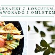 Grzanki z łososiem, awokado, omletem i dressingiem miodowo - musztardowym