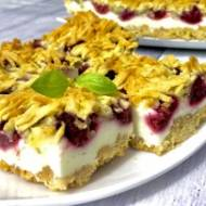Kruche ciasto z pianką i mrożonymi owocami