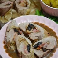 Faszerowana polędwiczka wieprzowa boczkiem z sosem śliwkowym