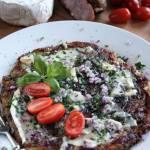Placek z tartych ziemniaków z serem typu gorgonzola
