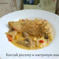 Kurczak pieczony w warzywnym sosie.