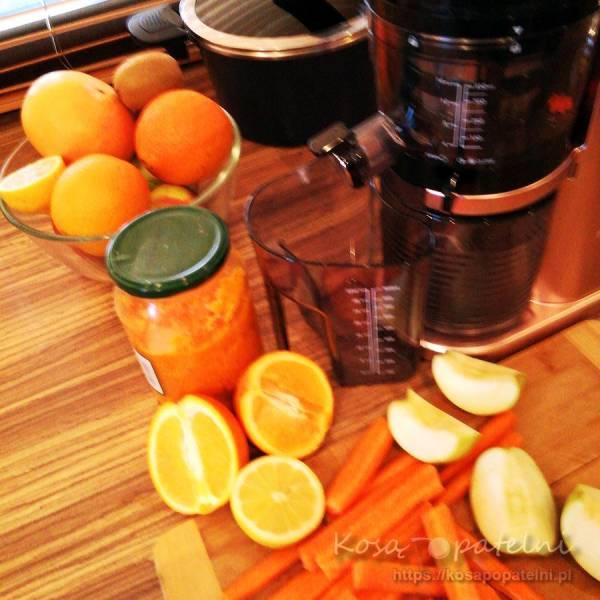 Koktajl witaminowy – pomarańcza, jabłko, marchew, dynia, cytryna i chia