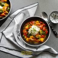 Dyniowe curry z papryką i jarmużem