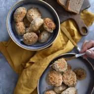 Klopsiki z mięsa mielonego z pieczarkami i komosą ryżową w panierce z sezamu.