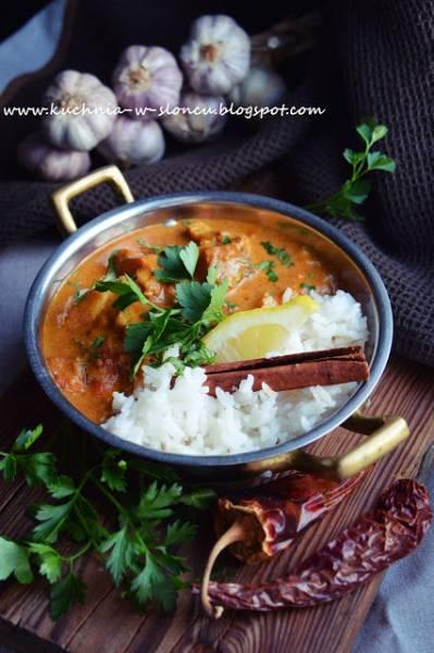 Rybne curry z pomidorami i cynamonowym ryżem