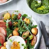 Kiełbasa, jajko i gnocchi – tani obiad z resztek