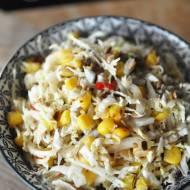 Surówka z kapustą pekińską, kukurydzą i słonecznikiem