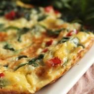 omlet ze szpinakiem i papryką