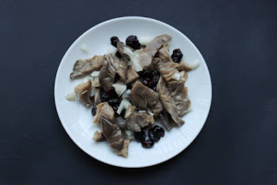Boczniaki w oleju z żurawiną i cebulą (a'la wegańskie