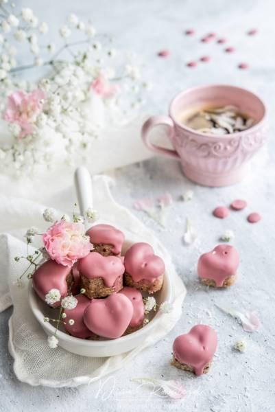 Kokosowo-truskawkowe trufle w różowej czekoladzie