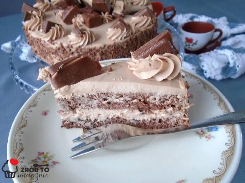 Tort brzoskwiniowy z Milky way - PrzyslijPrzepis.pl