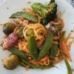 makaron z batata i zielone warzywa