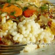 Kus kus perłowy z warzywami i kurczakiem