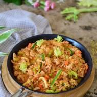 Kasza jaglana z mięsem i sosem bolońskim