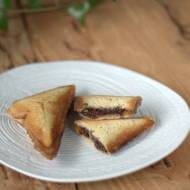 Tosty - sandwicze z czekoladą i orzechami włoskimi
