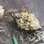 Sałatka łososiowo – tuńczykowa z kukurydzą, ryżem i cebulką