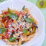Makaron z papryką i pomidorami