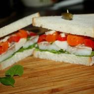 Bałkańska kanapka ze śledziem i szpinakiem