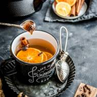 Pomarańczowo-cynamonowa herbata z szyszkami w syropie