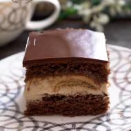 Kakaowy biszkopt z masą cappuccino, biszkopcikami i kajmakiem
