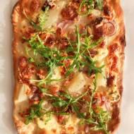 Pizza z gruszką i rukolą