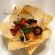 Koszyczki z ciasta filo-napełnione szpinakiem,łososiem,suszonymi pomidoramim oliwkami i kaparami