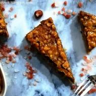 Sernik Snickers z orzechami w słonym karmelu