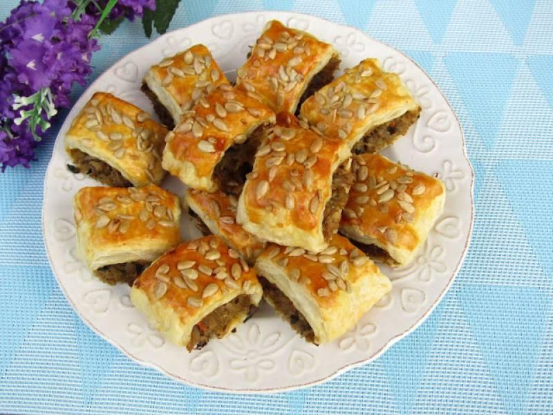 Francuskie kapuśniaczki z kapustą kiszoną, pieczarkami i słonecznikiem