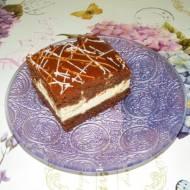 Puszysty sernik z czekoladową nutą