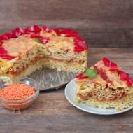 Tort makaronowy z czerwoną soczewicą
