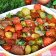 Zapiekana brukselka z pulpecikami w sosie pomidorowym