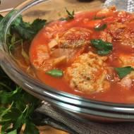 Delikatne pulpeciki z kurczaka w sosie pomidorowym