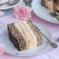 Tortowe ciasto z wkładką serową.