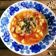Zupa fasolowa z harissą