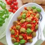 Tagliatelle z brokułowymi pulpecikami i sosem pomidorowym (Tagliatelle con polpettine di broccoli e sugo al pomodoro)