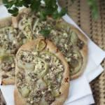 Mini pizze z serem i tuńczykiem - przepis i film