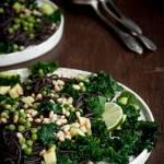 Makaron z czarnej fasoli z warzywami