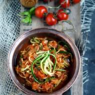 Spaghetti z cukinii w sosie pomidorowym