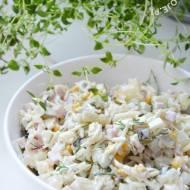 Szybka i prosta sałatka z selerem konserwowym i szynką