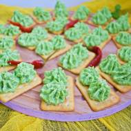 Krakersy z pastą z zielonego groszku