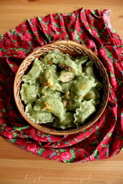 Pierogi szpinakowe z kaszą gryczaną i serem feta