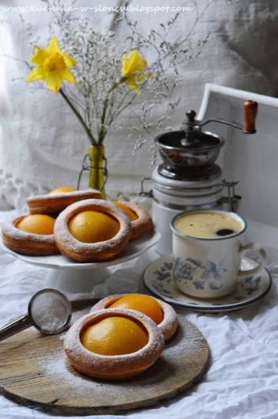Serowe ciasteczka z brzoskwinią na marcowe zawieruchy