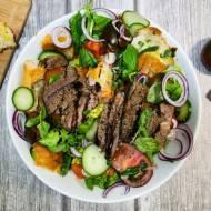 Poniedziałek: Panzanella ze stekiem i pieczonymi warzywami
