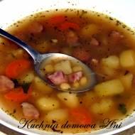 Zupa grochowa z ziemniakami i kiełbasą