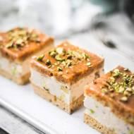 Ciasto karmelowe z pistacjami i solonym karmelem