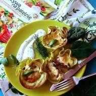 Naleśniki bazyliowe z warzywami i mozzarellą