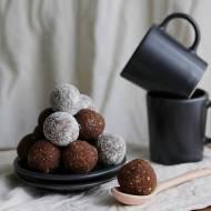 Czekoladowe praliny z prażonego słonecznika, daktyli i mąki kokosowej - co wiesz o mące kokosowej?