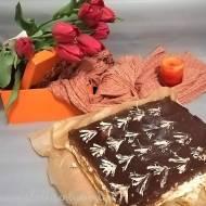 Śmietanowiec z orzechami i czekoladą