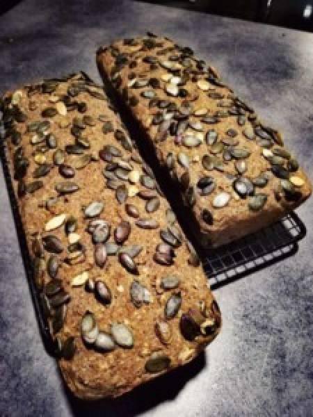 Bezglutenowy chleb, bez gotowych mieszanek, bez gumy ksantanowej