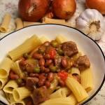 Gulasz warzywno-mięsny z makaronem